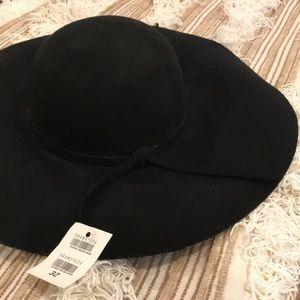 NWT Brandy Melville Black Floppy Summer Hat